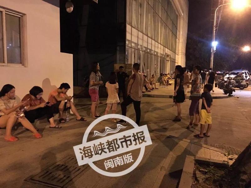 晋江七匹狼厂房昨晚突发大火!现场明火已扑灭3.jpg