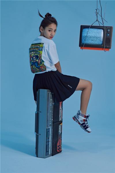 安踏漫威联名女生限定款上线 做自己的SHERO6.jpg