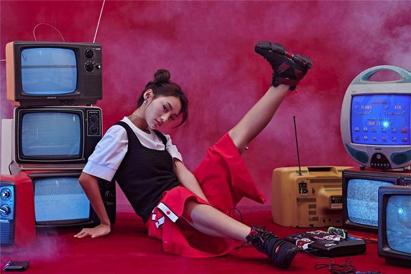 安踏漫威联名女生限定款上线 做自己的SHERO10.jpg