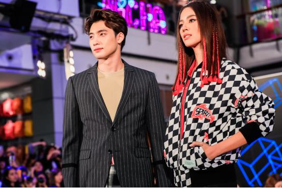 HLA海澜之家品牌矩阵强势入驻泰国,半个娱乐圈都来了!6.png