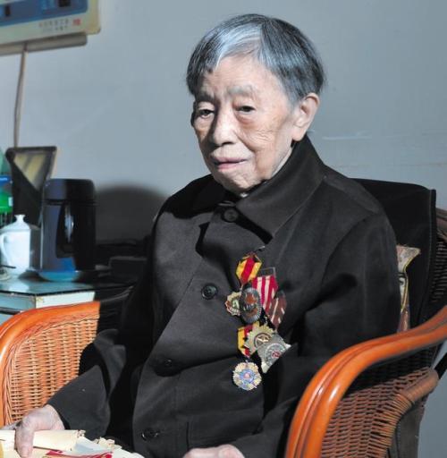 纺纱姑娘三年干完五年活,她坚守纺织一线近40年0.jpg
