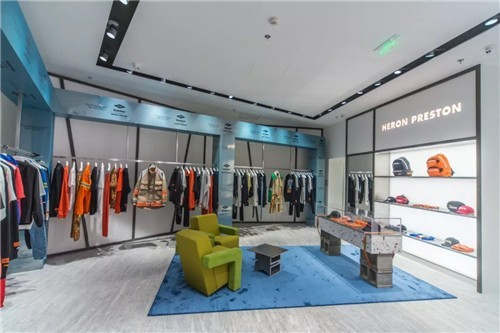 Heron Preston潮牌上海首家门店:完美衬托品牌的设计美学0.jpg